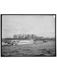 Albany Tow Coming in East River, An, Pho... by Library of Congress
