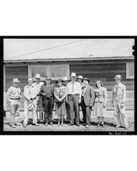 Construction Men and Staff of the Migrat... by Library of Congress